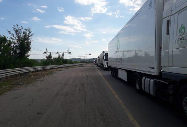 Большегрузы проигнорировали запрет на проезд через плотину Жигулевской ГЭС