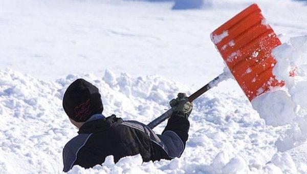 Анташев отругал дворников за плохую уборку снега