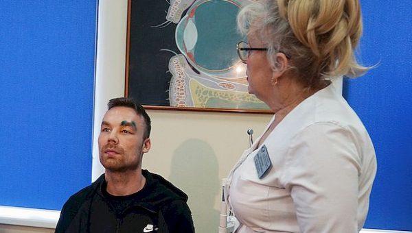 Самарские офтальмологи вернули глаз пациенту из Италии