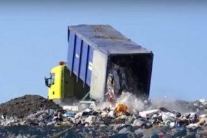 Из квартиры одинокой пенсионерки вывезли семь грузовиков с мусором