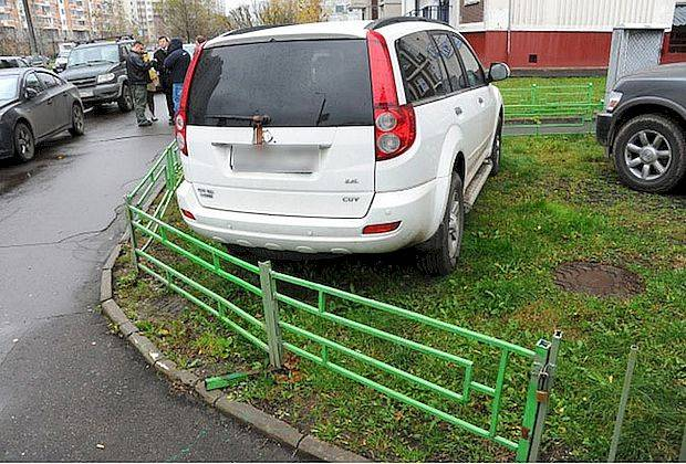 Депутаты вернули штрафы за парковку на газонах