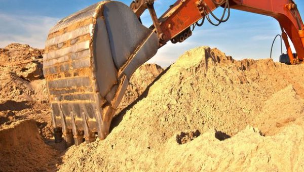 Под прикрытием «детско-юношеского спортклуба» может вестись незаконная добыча песка