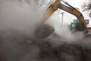 В Самаре из-за прорыва теплотрассы обварились шесть человек, в Тольятти без тепла остался роддом