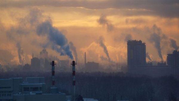 Азаров попросил денег на решение экологических проблем
