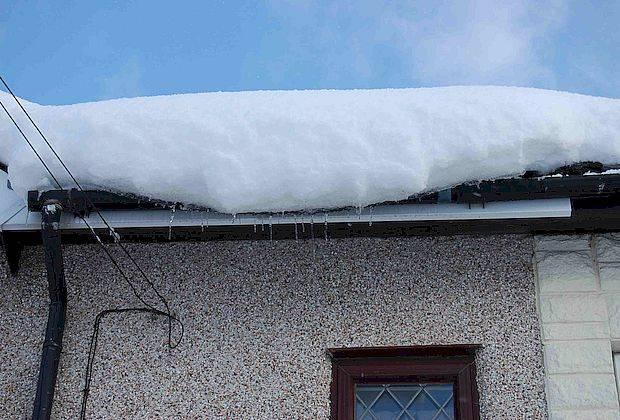 Горадминистрация Тольятти предупредила о возможности схода льда и снега с крыш