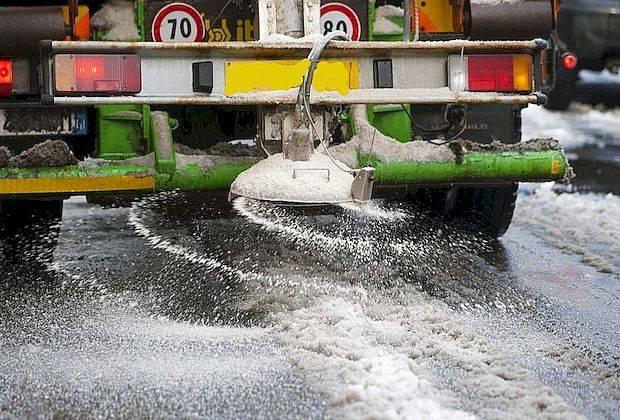 Самарские чиновники рассказали, чем посыпают дороги зимой