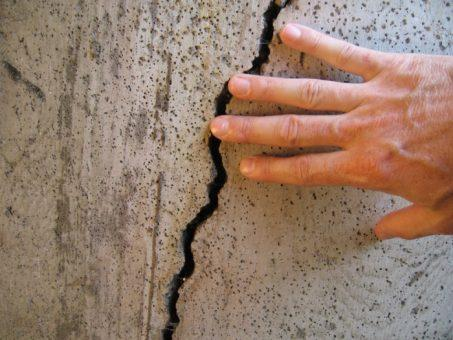 В Тольятти обнаружены трещины в стенах многоквартирного дома