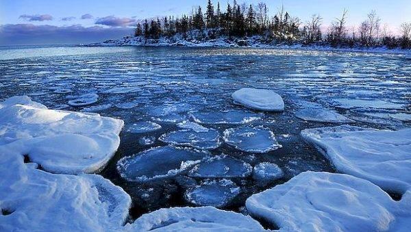 Двое тольяттинцев провалились под лед