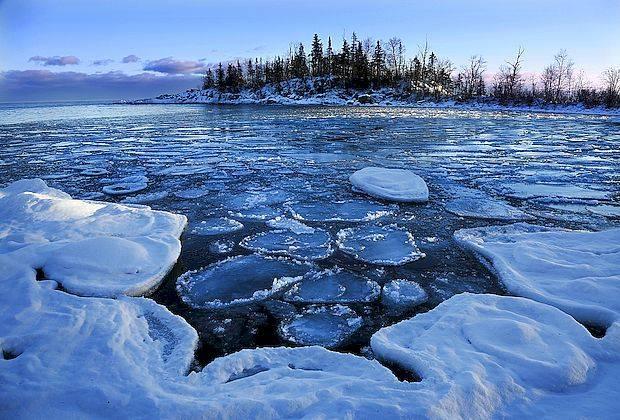 МЧС предупреждает об опасности тонкого льда на водоемах
